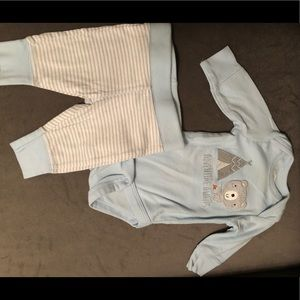 Newborn outfit never used